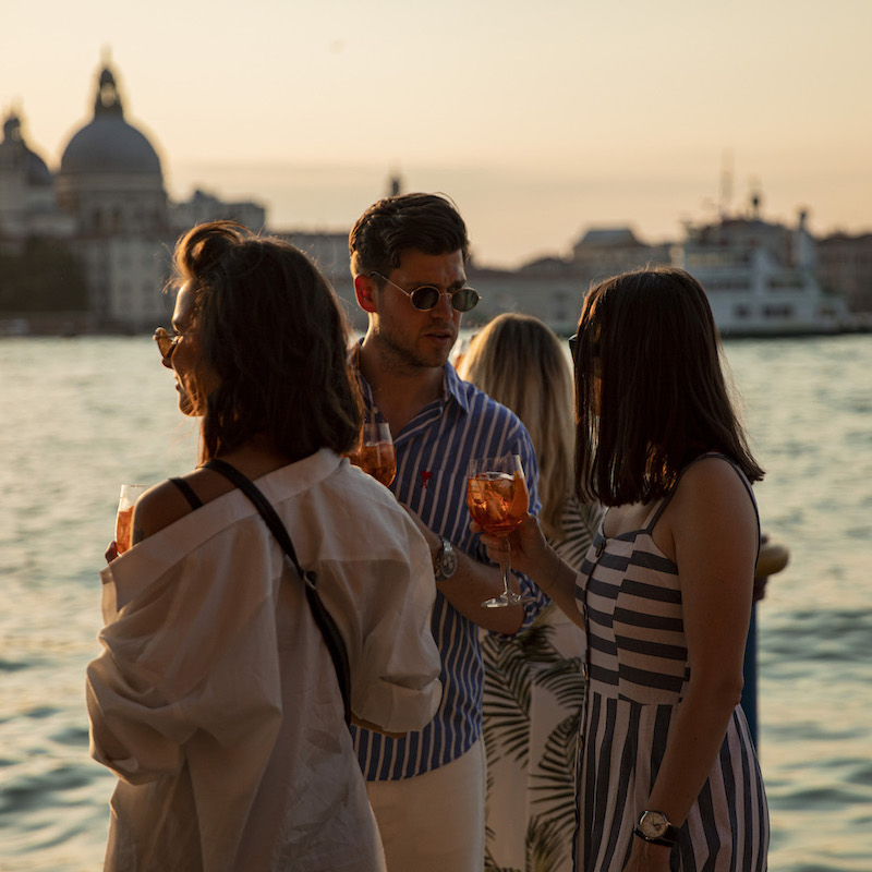https://www.aperol.com/wp-content/uploads/2021/06/APEROL100_DAY2_EVENT_PEOPLE_26_0_13.jpeg
