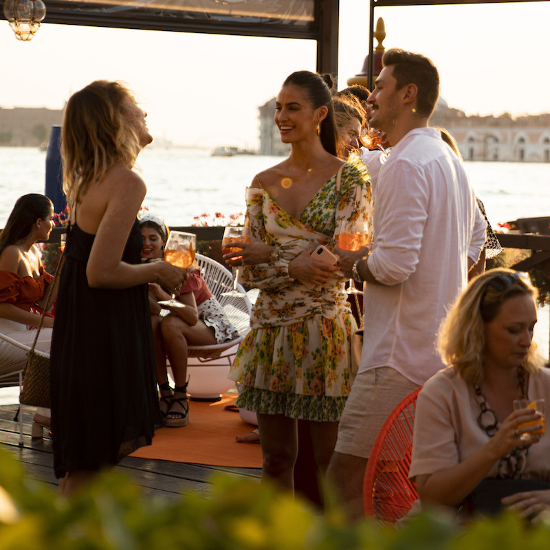 https://www.aperol.com/wp-content/uploads/2021/06/APEROL100_DAY2_EVENT_PEOPLE_30_2.jpeg